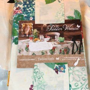 NEW! Tablecloth Country Garden